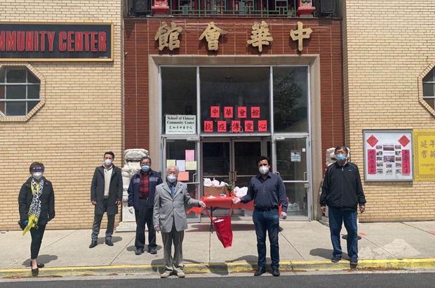 芝加哥中華會館感謝第25 區區長盧漢士(右2)響應本次活動