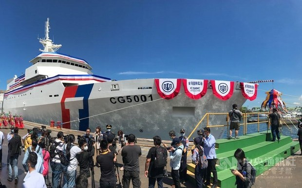 President Tsai christens Taiwan's largest coast guard ship 'Chiayi'