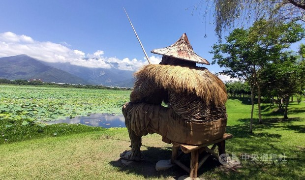 One of the 10 new works by Amis tribe artist Talaluki, which was created with driftwood. / Photo courtesy of CNA