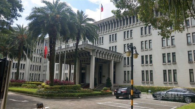 Flight to bring back 21 Taiwanese, one American spouse from Paraguay
