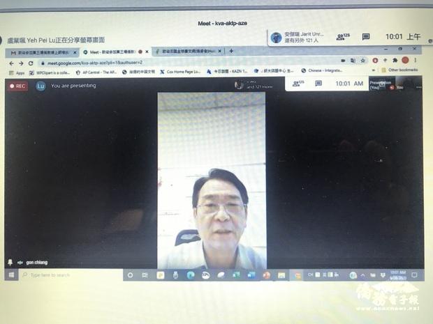蔣翼鵬歡迎所有參加的各地老師們,並且感謝爾灣中文學校校長鍾幼蘭樂意分享學校的教學經驗。