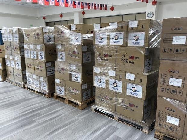 一百萬口罩 將分贈最需要的防疫物資的團體。