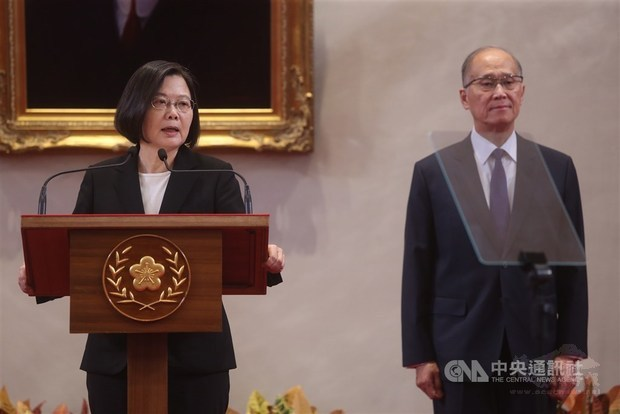 Tsai urges government officials to observe professional ethics