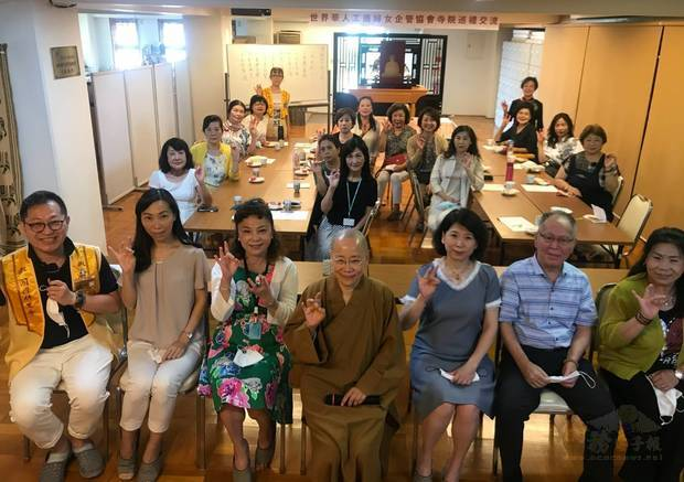 日本關西世華訪大阪佛光山寺 分享幸福傳授料理