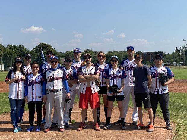 旅德臺灣青年組隊參賽 勇奪柏林壘球錦標賽亞軍