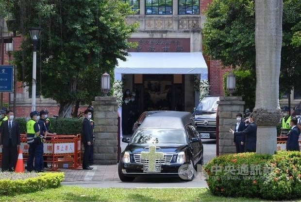 Former President Lee Teng-hui laid to rest in private funeral