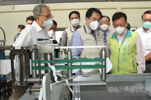 Tainan company to donate face mask production system to Czech Republic