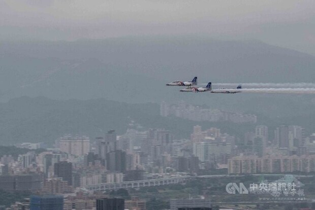 Military flyby rehearsal staged over Taipei