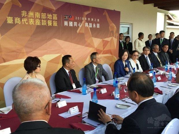 黃玉華參與蔡總統2018非洲之旅的臺商代表座談。(黃玉華提供)