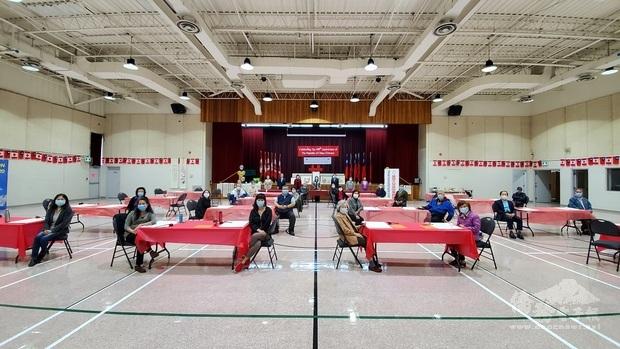 安省中華總會館傳統藝術慶雙十活動參與的全體人員合照。