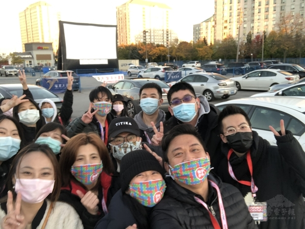 多倫多臺商會舉辦電影展工作人員於電影播映前合照。