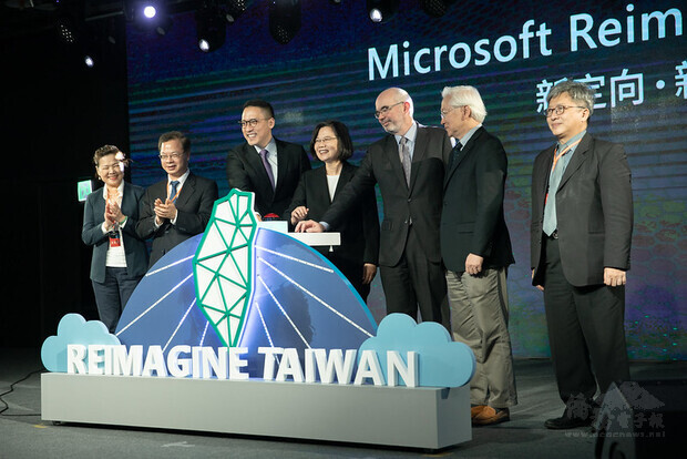 President Tsai attends Microsoft's announcement of investment in Taiwan press conference