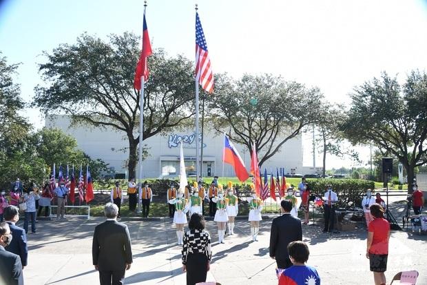 休士頓升旗典禮  僑胞熱烈參與