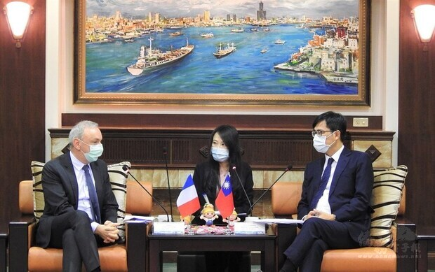 French representative in Taiwan visits Kaohsiung, signs new XR deal