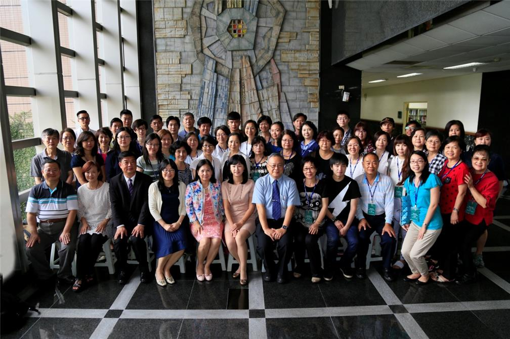 OCAC's Senior Executive Officer Kuo, Shu Chen (sixth individual from the left in front row), NKUHT's President Pearl Lin (fifth individual from the left in front row) and Vice President Chiang-Tung Pan (seventh individual from the left in front row) join the trainees for a photo