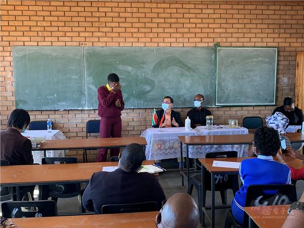 南非駐處響應婦女平權 捐贈女學生衛生用品