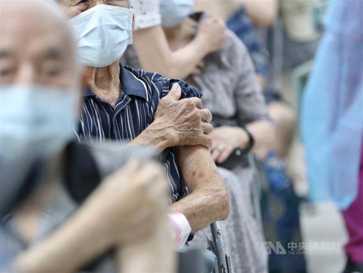 CORONAVIRUS/President Tsai urges senior citizens to get COVID-19 jabs soon