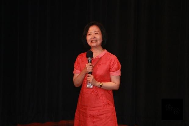方麗娜表示,課程安排標榜基礎扎根、從做中學,希望學員都能保持快樂心情,吸收新知,提昇華文教育能力。