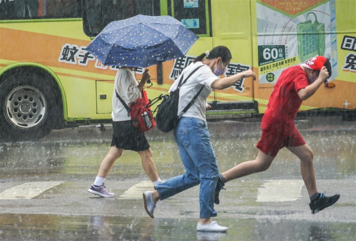 Seasonal winds could bring torrential rain to parts of Taiwan: CWB