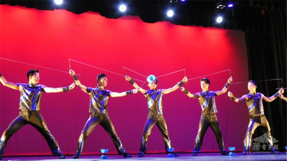 扯鈴是中華民俗藝術工作坊的特色表演之一.jpg