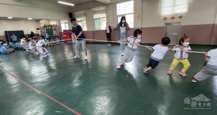 饒富趣味的幼稚園拔河比賽