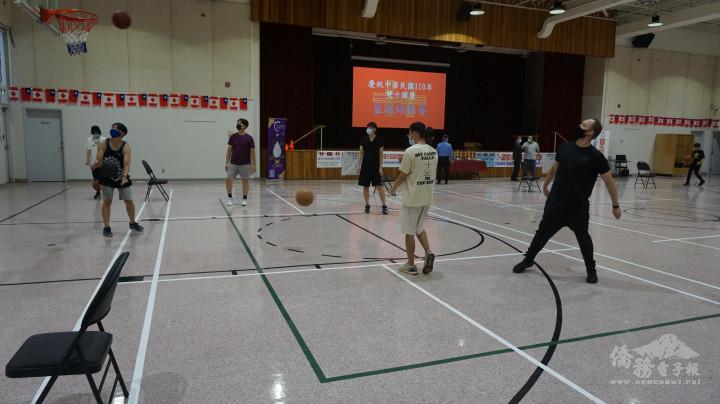 國慶盃籃球賽比賽進行情形之一。