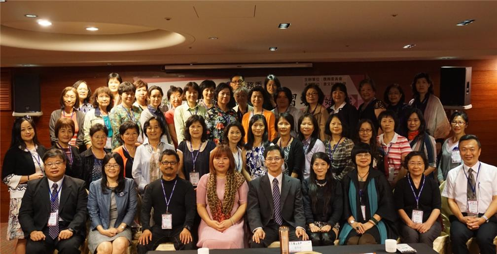 OCAC Director-General Shu-Hwa Wong (fifth individual from left in front row) and JUST Dean I-Chen Monica Hu (fourth individual from left in front row) joined the trainees for a photo.