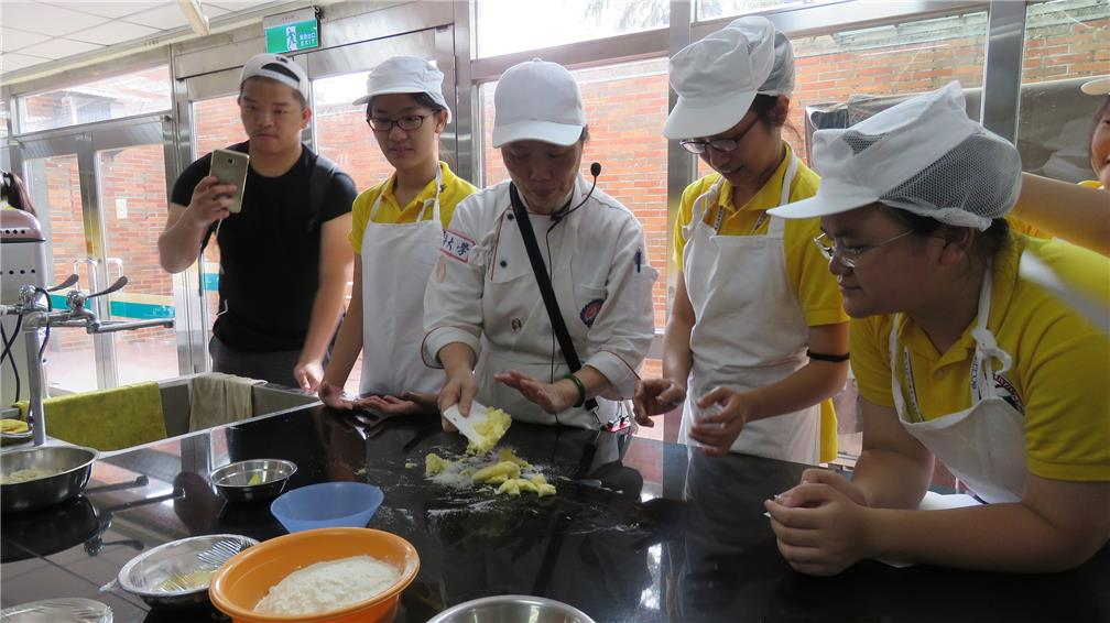 Youths from the Philippines experienced the catering industry 1