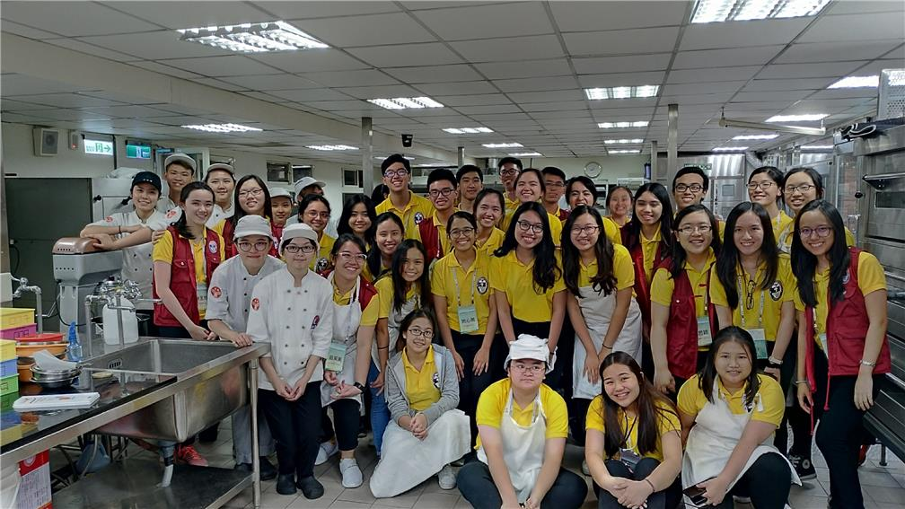 Youths from the Philippines experienced the catering industry 2