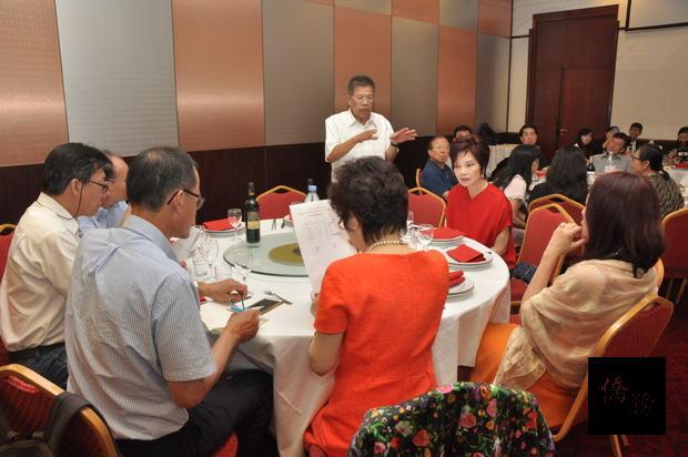 會員討論會務發展。