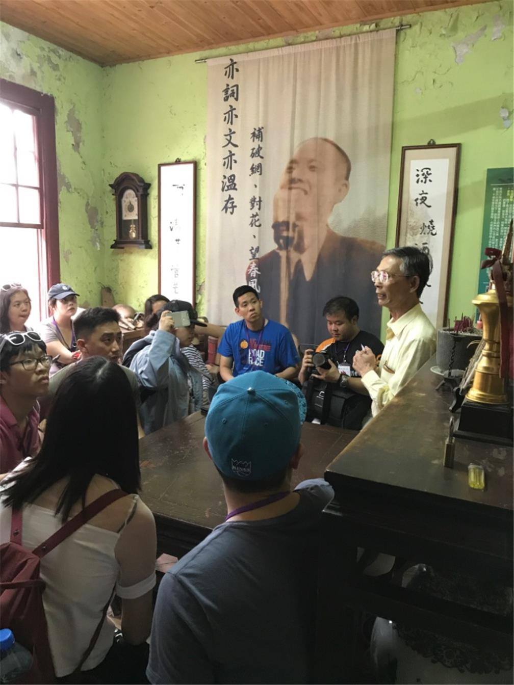 Taiwanese American Professionals delegation visited the house of a famous song writer Lee Lim-Chiu in 1930s