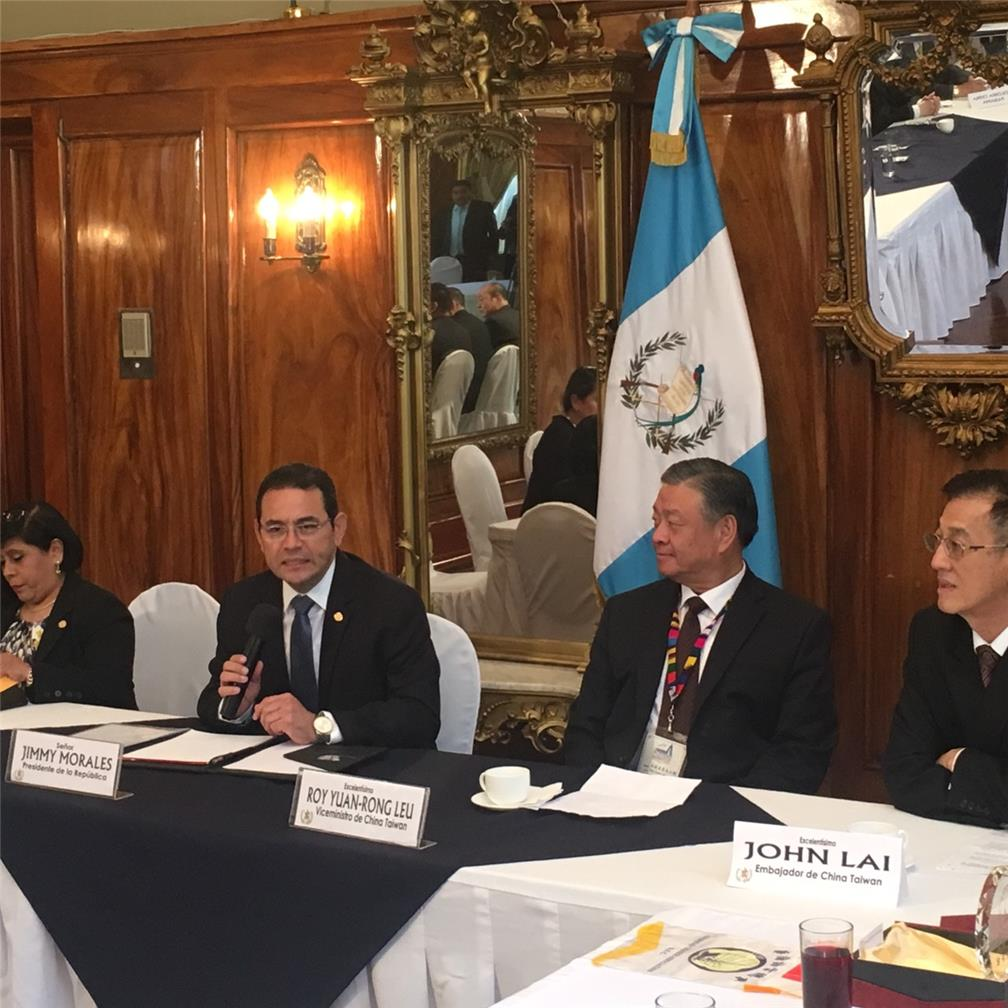 H.E. Jimmy Morales Cabrera, the President of the Republic of Guatemala, talked with Vice Minister Leu.