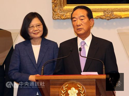 President Tsai Ing-wen (left) and James Soong (right); photo courtesy of CNA