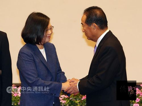 President Tsai Ing-wen (left) and People First Party Chairman James Soong (right); photo courtesy of CNA