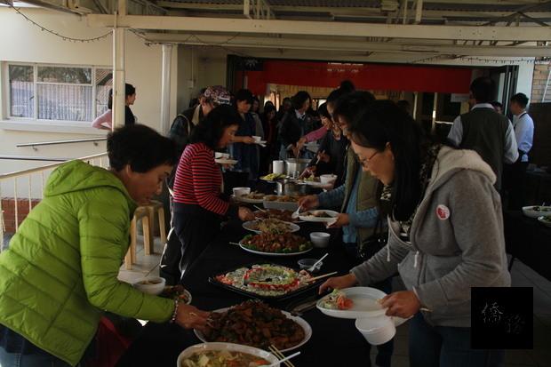 南非約堡地區臺灣美食國際巡迴講座學員們品嚐示範的菜式。