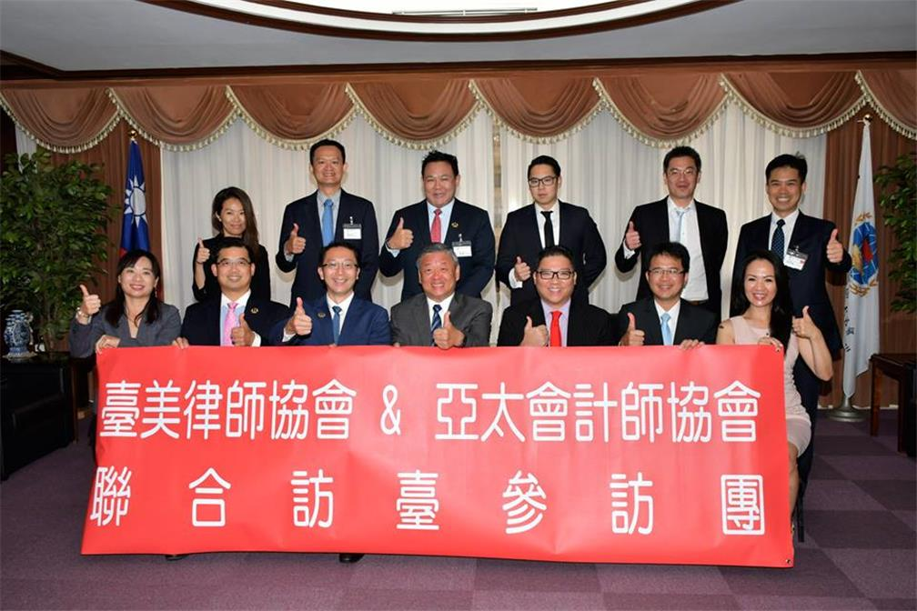 Vice Minister Yuan-Rong Leu meets with the delegations of Taiwans American lawyers Association.