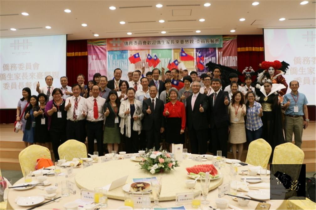 During the Double Ten National Day holiday, the Overseas Community Affairs Council (OCAC) held a Parents' Day event for parents of overseas compatriot students.  175 parents from Vietnam were invited to better understand their children(CNA)s educational progress in Taiwan. (CNA)