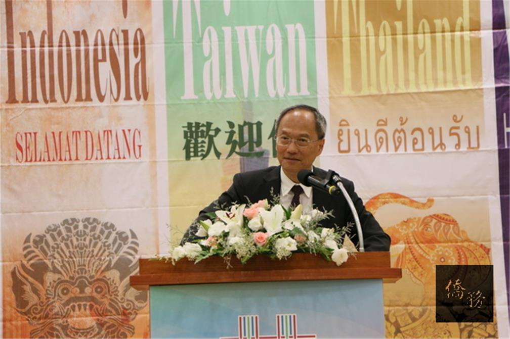 OCAC Minister Hsin-hsing Wu asks parents of overseas compatriot students to entrust Taiwan with their children. (CNA)