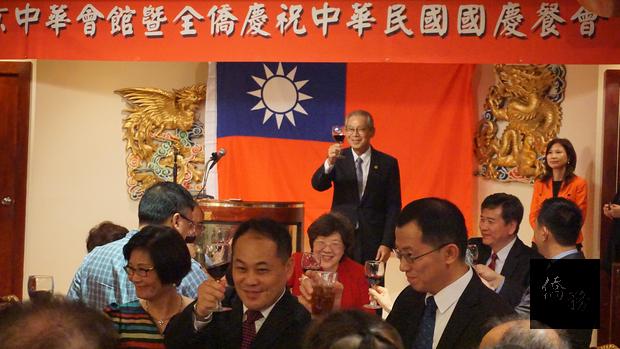 高碩泰大使邀來賓們共同舉杯慶祝。