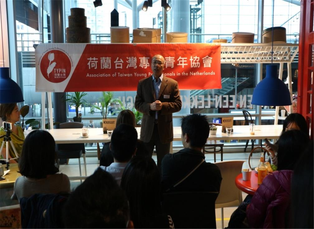 Gabriel Shih, the secretary of OCAC in the Netherlands, introduced the importance of OCAC's overseas affairs and encouraged Taiwanese youth to interact with overseas Taiwanese associations.