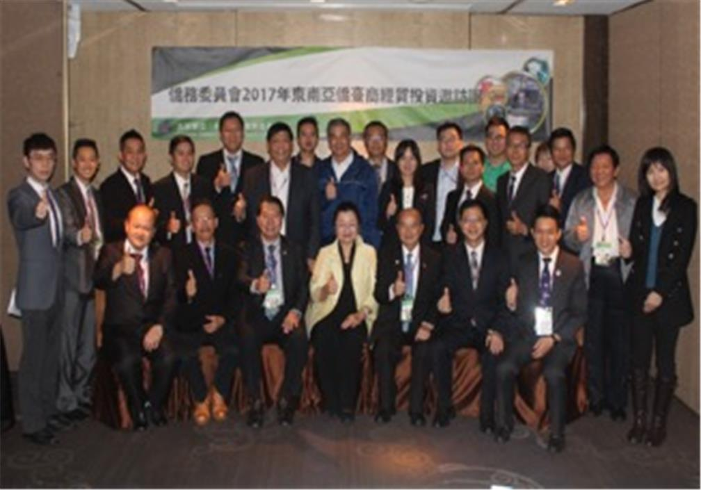 OCAC Deputy Minister Tien (front row, 4th from left) pictured with representatives of Taiwanese businesses based in Southeast Asia in the visiting group