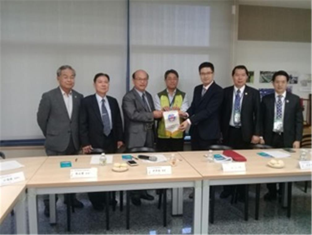 The group visited The Taichung City Precision Machinery Innovation Technology Park