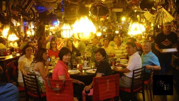 11月3日晚間,與里約地區僑務榮譽職人員及里約中華會館代表餐敘聯誼、聯絡感情。