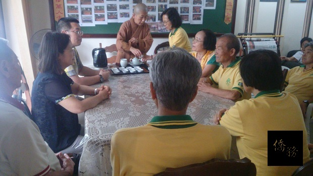 11月4日下午2時,詹前校主任(左3)於國際佛光會里約分會與該會臺灣鄉親們座談,傾聽僑界聲音。