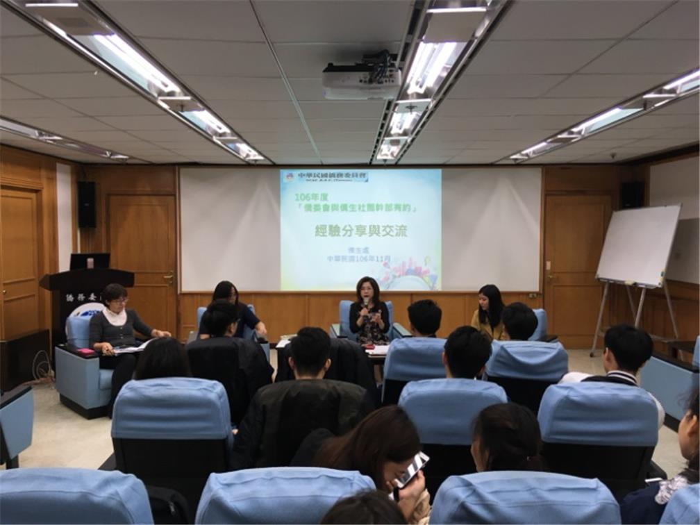 Department of Students Affairs Director-General Vicky Chuang hosted the activities.