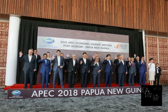 Taiwan's APEC rep interacts with foreign peers