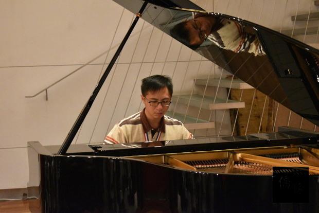 李尚軒以李斯特的「第二號匈牙利狂想曲」獲得第四屆國際身障鋼琴比賽金牌。