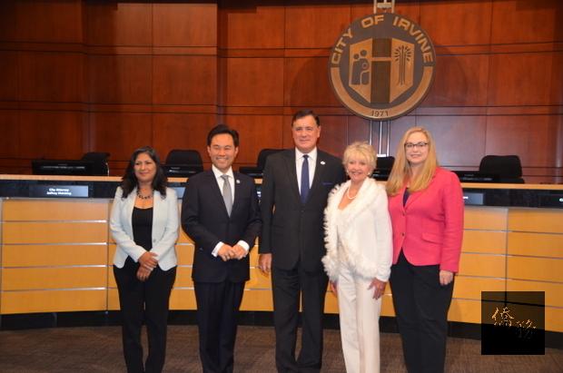 洛城爾灣首位華裔市議員 郭正明宣誓就職