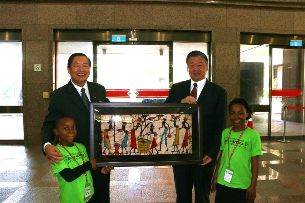 The ACC and OCAC exchanged souvenirs