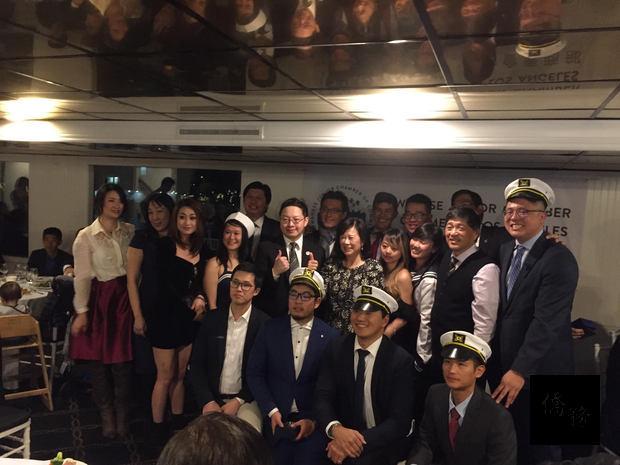 洛杉磯臺美商會青商部1月5日在Marina del Rey舉行2018年年會,黃昭竣(中)感謝工作團隊過去一年的支持。